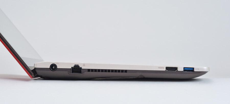 新たに有線LAN端子を装備。ほかにHDMI出力端子や、USB3.0端子を左側面に1つ、右側面に2つ備える