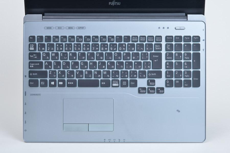 テンキー付きの広いキーボード