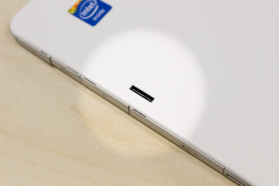 指紋センサーは本体右側の裏面にあります