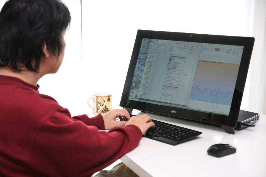キーボードとマウスを使えば普通のPCの使い勝手。書類作成などの仕事も快適