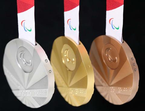 東京 オリンピック メダル デザイン