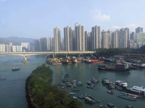 騒乱のなか、アジアの金融ハブを自認する香港が出すメッセージ【鈴木 ...